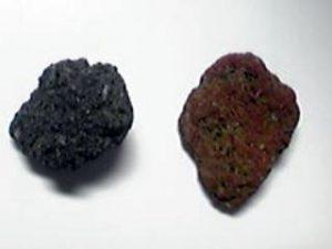黒い石と赤い石